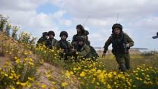 Les soldats de la division de la frontière de Gaza prennent part à un exercice, le 22 mars 2015. Le but de l'exercice était de rejouer des scénarios suivants les leçons tirées de l'opération Bordure protectrice de l'été dernier. (Crédit : Unité de Tsahal Porte-parole)
