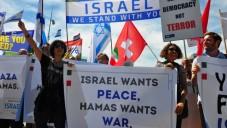 Des Européens manifestent en soutien à Israël, en face du bâtiment de l'ONU, à Genève, le 29 juin 2015.(Autorisation / Michael Thaidigsmann)