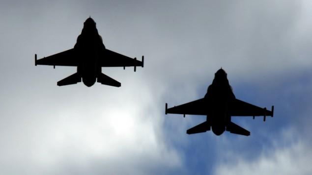 F-16 israéliens en formation. (Crédit : Tsahi Ben-Ami/Flash90)