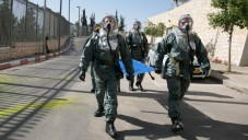 Les membres de la Garde d'honneur de la Knesset, du commandement de Défense passive, des pompiers, de Tsahal et de la police israélienne participant à un exercice d'urgence à la Knesset, le 21 mai 2015 (Crédit : Yaniv Nadav / Flash90)