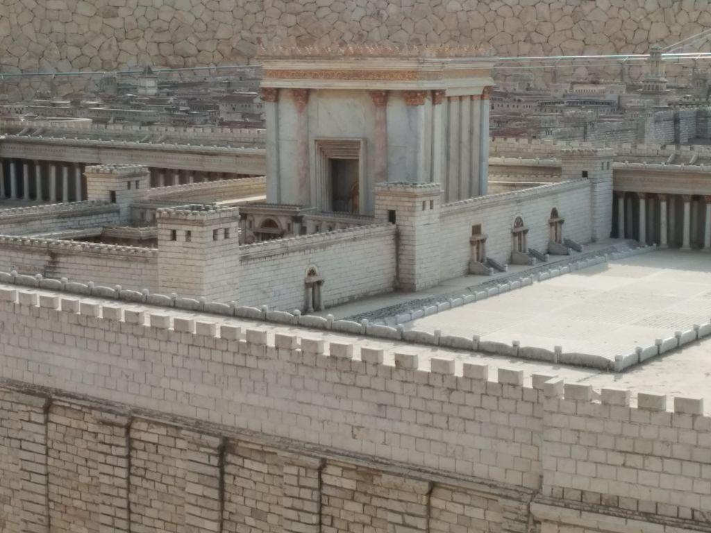 """The Israel Museum's Second Temple Model. The """"soreg,"""" a fence partitioning the complex, can be seen to the right of the sanctum, beside the steps. (Ilan Ben Zion/Times of Israel staff)"""
