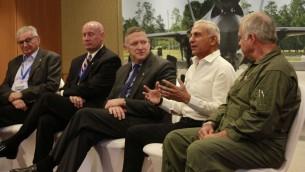 Des représentants de Lockheed Martin discutent du F-35 lors d'une conférence à l'hôtel Hilton de Tel Aviv le 3 avril 2016. (Crédit : Judah Ari Gross / Times of Israel)
