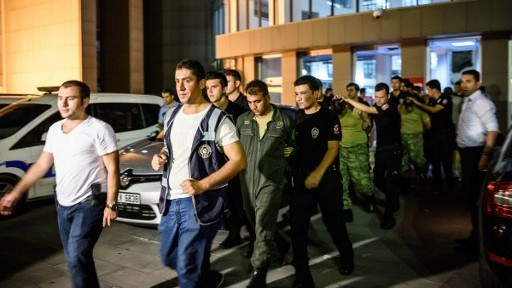 Turkish anti-riot police escort soldiers who allegedly took part in a military coup, as they leave a courthouse in Istanbul on July 16, 2016. (AFP PHOTO/OZAN KOSE)