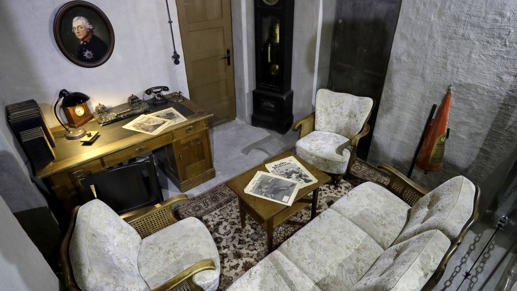 Replica Of Part Of Hitlers Bunker Goes On Display In