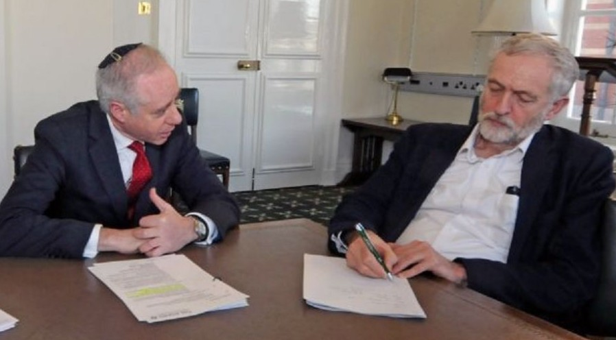 UK Board of Deputies President Jonathan Arkush meets with Labour Party chair Jeremy Corbyn, February 9, 2016. (courtesy)