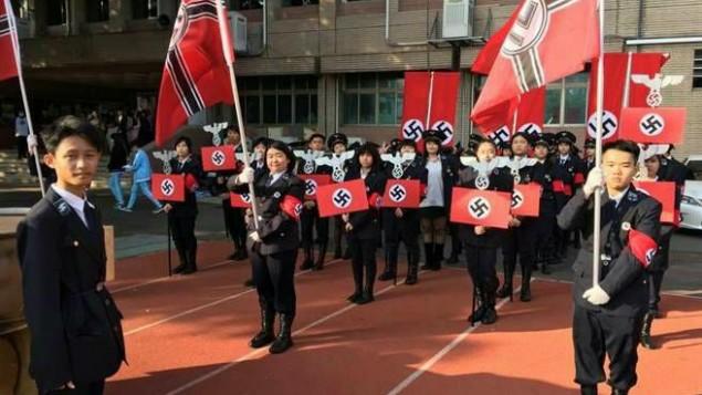 Des lycées de Taïwan habillés en soldats nazis pour une fête, le 24 décembre 2016. (Crédit : Facebook/Pixar Lu)