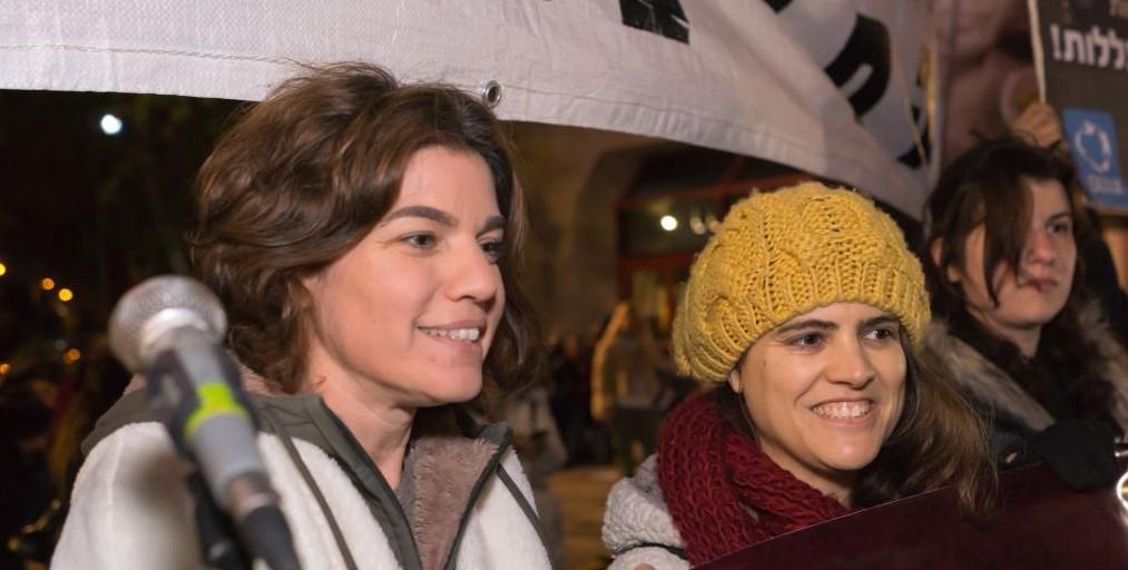 MK Tamar Zandberg (left) at protest in Tel Aviv against live animal imports, January 28, 2017 (Ruty Benziman)