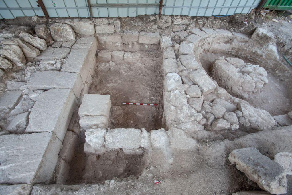 The Roman era gateway discovered at Bet Shearim