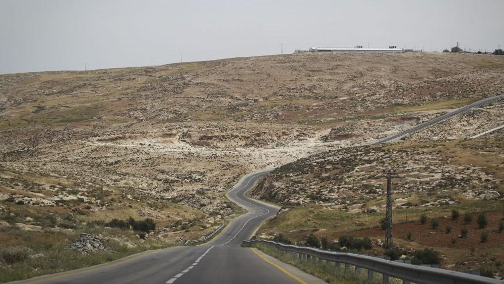 Une route des collines du sud de Hébron, en Cisjordanie. Illustration. (Crédit : Hadas Parush/Flash90)
