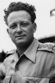 Yigal Allon pendant la guerre d'Indépendance de 1948-1949. (Crédit : domaine public/Wikipedia)