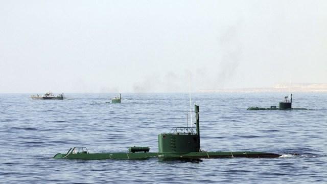 Hasil gambar untuk iran test missile submarine pic