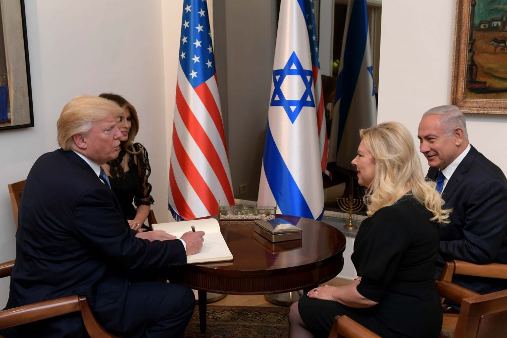 Hasil gambar untuk President and First Lady Trump have dinner with Prime Minister and Mrs. Netanyahu