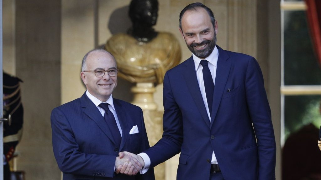 Newly appointed French Prime Minister Edouard Philippe, right, is greeted by outgoing Prime Minister, Bernard Cazeneuve, prior to their meeting in Paris, France, on May 15, 2017. (AP Photo/Kamil Zihnioglu)