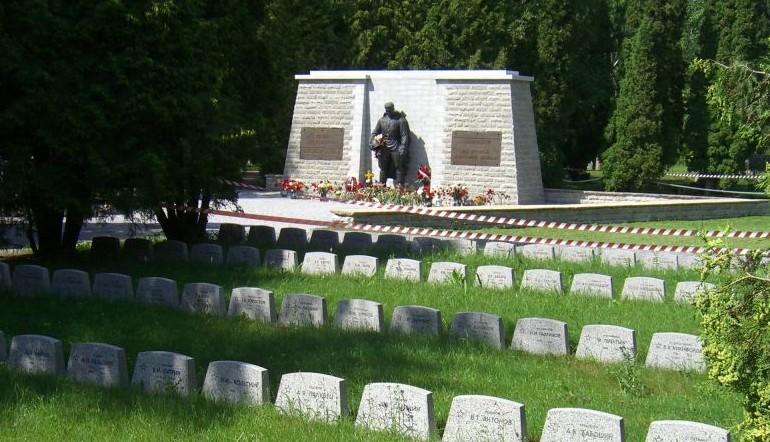 The Bronze Soldier of Tallinn memorial (Pronkssõdur / Gette from Stavanger, Norway / Wikipedia)