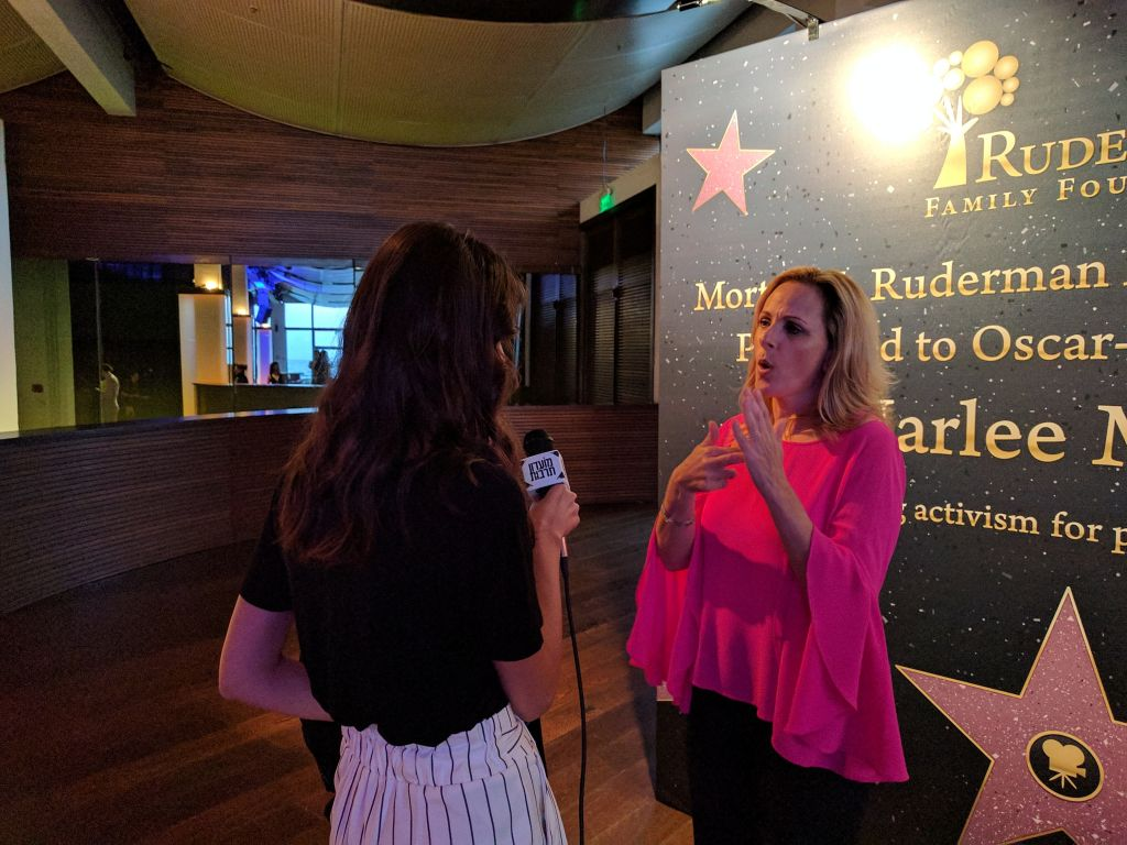 Marlee Matlin speaking to the press at an award ceremony in her honor in Tel Aviv, June 18, 2017. (Yaakov Schwartz/Times of Israel)