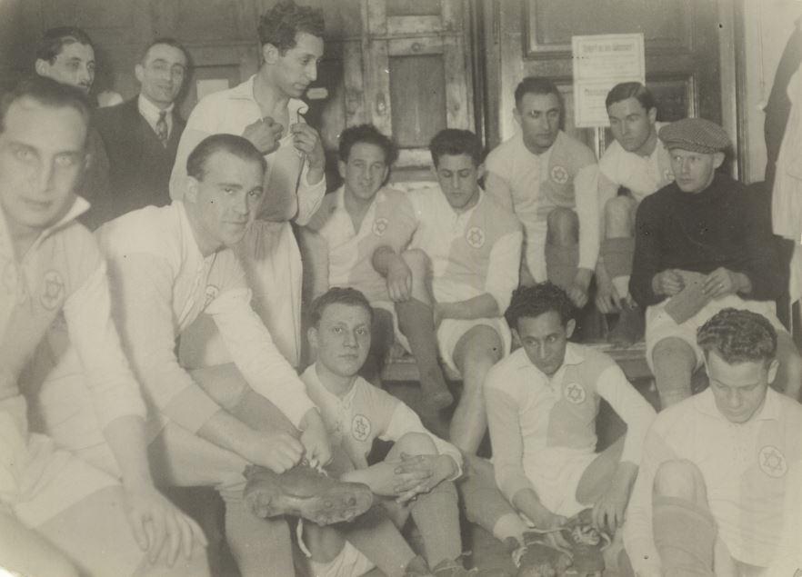 Bela Guttman with the Hakoah Vienna club. (Courtesy)