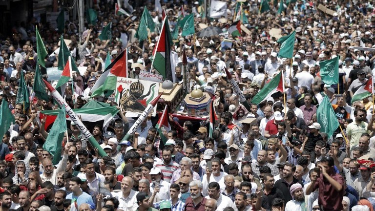 Jordanians carry a model of the Dome of the Rock mosque during a demonstration in Amman against new Israeli security measures at the Temple Mount on July 21, 2017. (AFP Photo/Khalil Mazraawi)