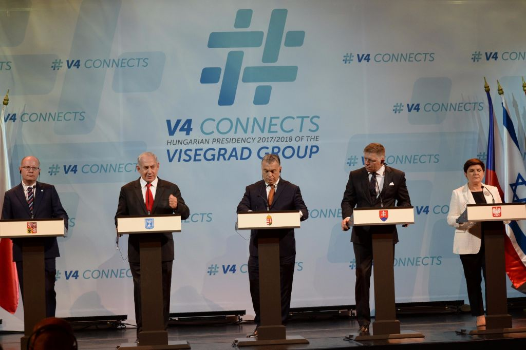 PM Netanyahu and the leaders of the Visegrad Group -- Hungary, Slovakia, Czech Republic and Poland -- in Budapest, July 19, 2017 (Haim Tzach/GPO)