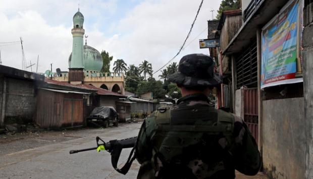 Milisi Maute Sembunyi dan Bawa Alat Tempur ke Masjid di Marawi
