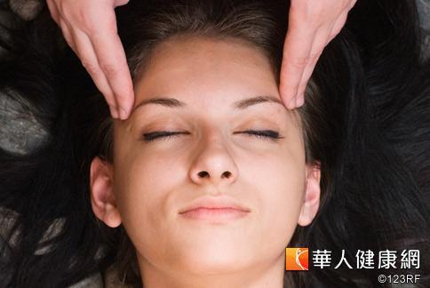 多按壓此5個穴位,有助於氣血暢通、維持烏黑秀髮。
