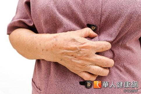 引起胸悶痛原因很多,醫師建議,應及早接受診察,並接受適當治療。