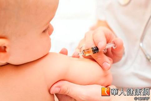 2個月大新生兒,應按時接種肺炎鏈球菌結合型疫苗。