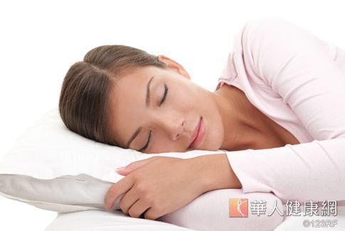 睡眠不僅是幫助身體消除疲勞、放鬆精神,對於大腦細胞修復增生也有不可或缺的幫助。