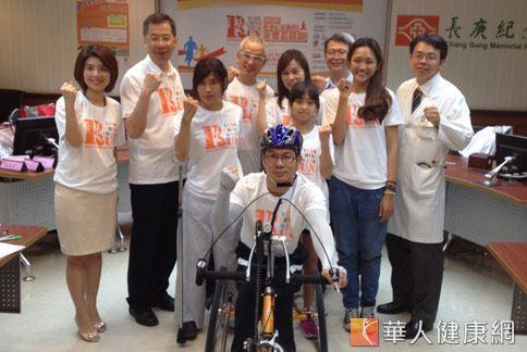 10/6永慶盃路跑將邀請身心障礙者騎成「手搖車」領道。(攝影/黃子倫)