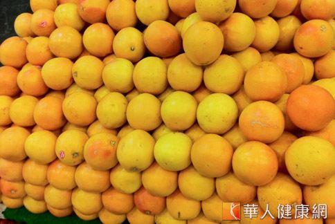 葡萄柚與柚子都是芸香科柑橘類含有類黃酮,有服藥的人要特別小心。(圖片/華人健康網)