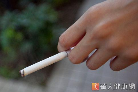 菸害精蟲致不孕 「三手菸」也受害 | 游群翔 | 男性結紮不育 | 男科 | 健康新知 | 華人健康網
