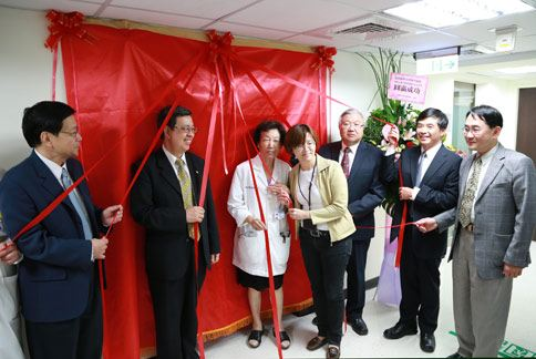 中研院台灣人體生物資料庫研究進駐北醫,舉辦揭牌儀式。(圖片提供/台北醫學大學)