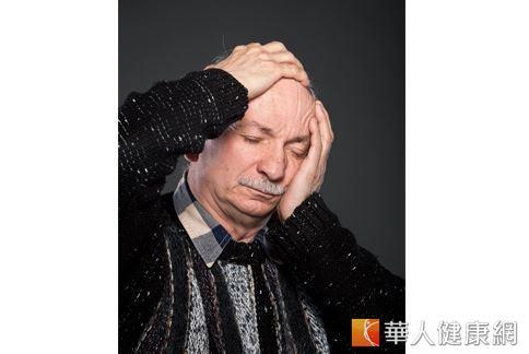若發現自己有頭暈、走路不穩等症狀,就應該提高警覺,千萬別忽視,一旦中風將輕則導致嘴角歪斜、説話不清、半側肢體無力麻木;嚴重者將造成殘障、神經損傷後遺症,甚至是死亡。