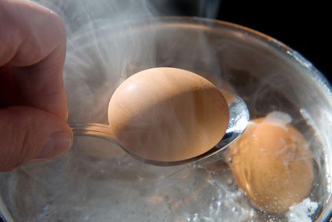 水煮蛋熱量低,減肥時也可以多多補充蛋白質。(圖片/取材自美國《赫芬頓郵報》)