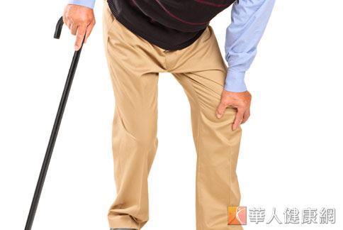 冬天天氣冷,許多老年人久坐、缺乏運動,容易有手腳麻痺、痠痛的症狀。