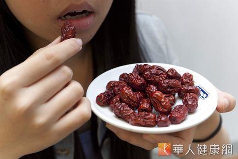 吃紅棗的好處的確很多,尤其是對於女人來說,更是不可缺少的美容補血聖品。