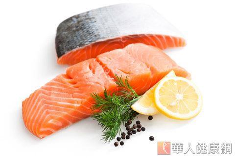 多攝取深海魚中補充Omega-3,可平衡體內的Omega-6,抑制發炎。