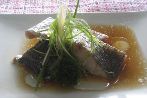 示範食譜:蒸鱸魚。(圖片提供/侯玟伊營養師)