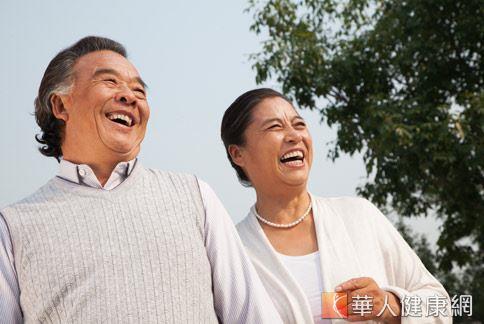 老年人的飲食與運動習慣十分重要,是影響晚年心理、生理疾病風險的重要因素。