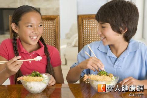 地瓜是平民美食,含有多量膳食纖維,可促進腸胃蠕動,幫助排便。
