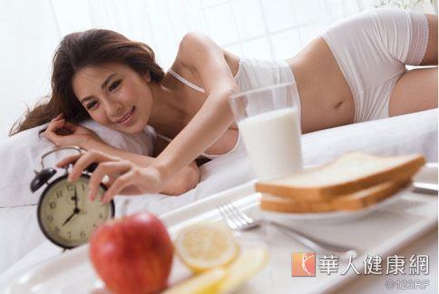 黑豆膳食纖維含量高,每100公克有18.2公克,是蘋果的2倍。