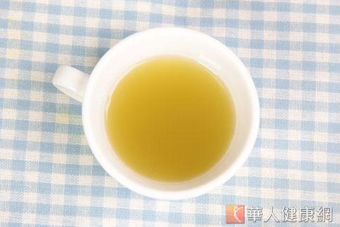 綠茶中的兒茶素對減脂效果良好,搭配紅茶更能促進新陳代謝、調節身體機能。