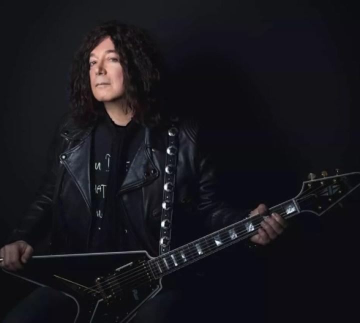 Autor do clássico 'I Love Rock 'n' Roll' morre de coronavírus aos 69 anos