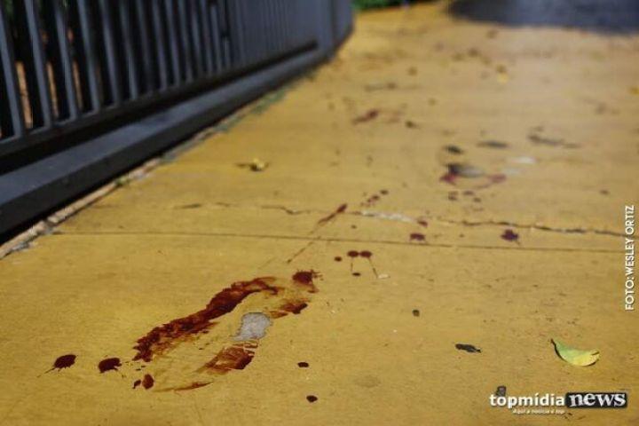 Briga de bar termina com um esfaqueado e outro preso em Ladário