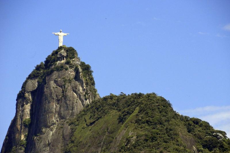Rio De Janeiro Jesus Statue Hd Wallpaper Corcovado With Christ Redeemer Statue By Train Skip The
