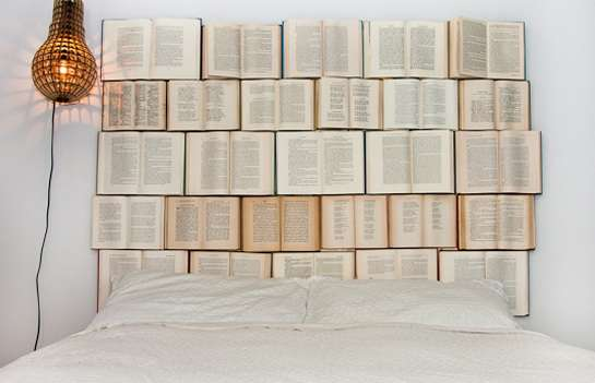 novel-covered bedroom decor : diy book headboard