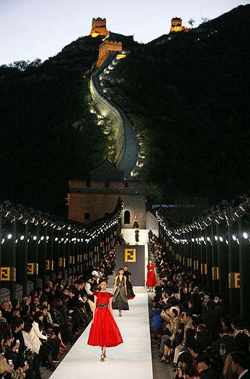 Great Wall Of China Fashion Show Fendi Walks The Wall