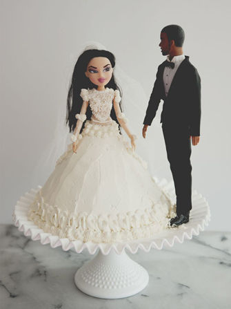 Celebrity Worshipping Cakes  kimye wedding cake