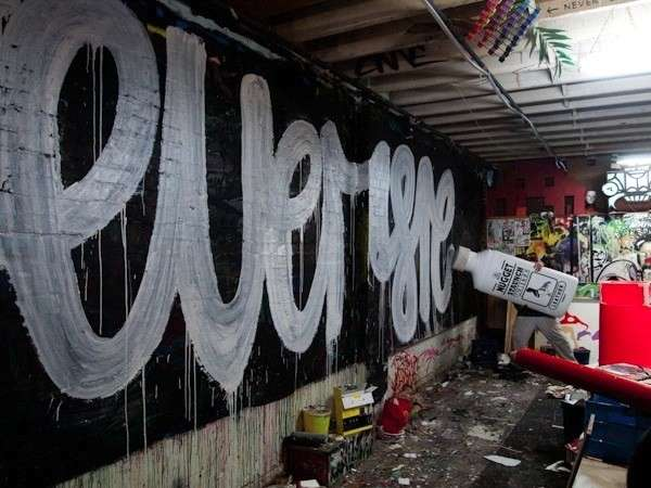 Oversized Graffiti Markers  Nugget Staunch White