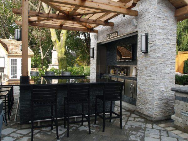 outdoor bar ideas 20 Modern Outdoor Bar Ideas To Entertain With!