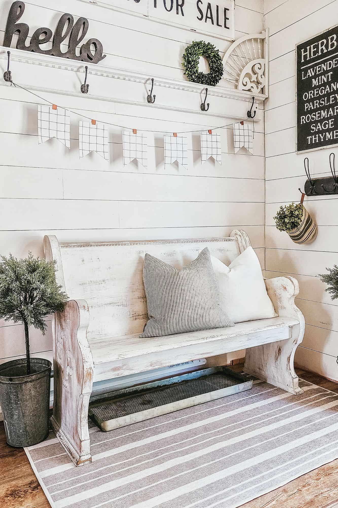 whitewash foyer Farmhouse décor that is charming and Modern